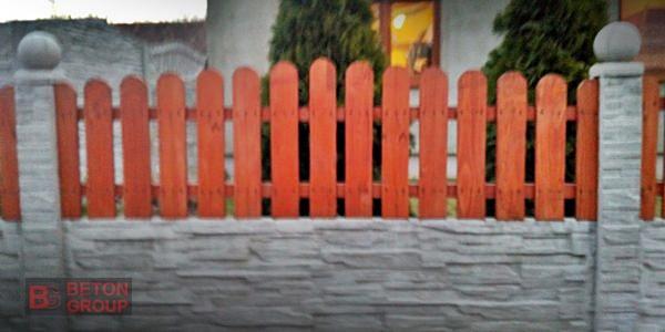 Betonumzaunungen mit einer Holzplatte1